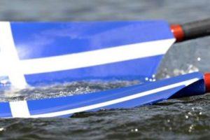 κουπιά κωπηλασίας με ελληνική σημαία