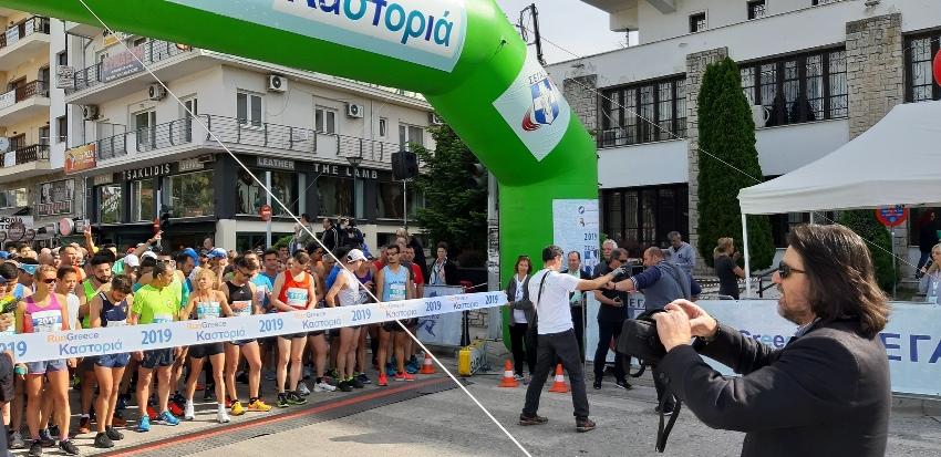 εκκίνηση αθλητών μπροστά απο την ΠΕ Καστοριάς