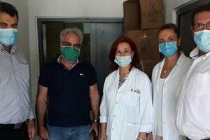 ο νυν Δοιοικητής του Νοσοκομείου Καστοριάς Γ. Χάτσιος, ο πρώην Σ. Κατσίλης και ο Αντιπεριφεεριάρχςη Δ. Σαββόπουλος και νοσηλευτικό προσωπικό