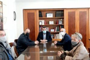 Πρόεδρος της Ελληνικής Ομοσπονδίας Γούνας (Ε.Ο.Γ.) Άκης Τσούκας, ο Αντιπρόεδρος Itzak Cohen και ο Γενικός Γραμματέας Φαίδωνας Γκιάτας.