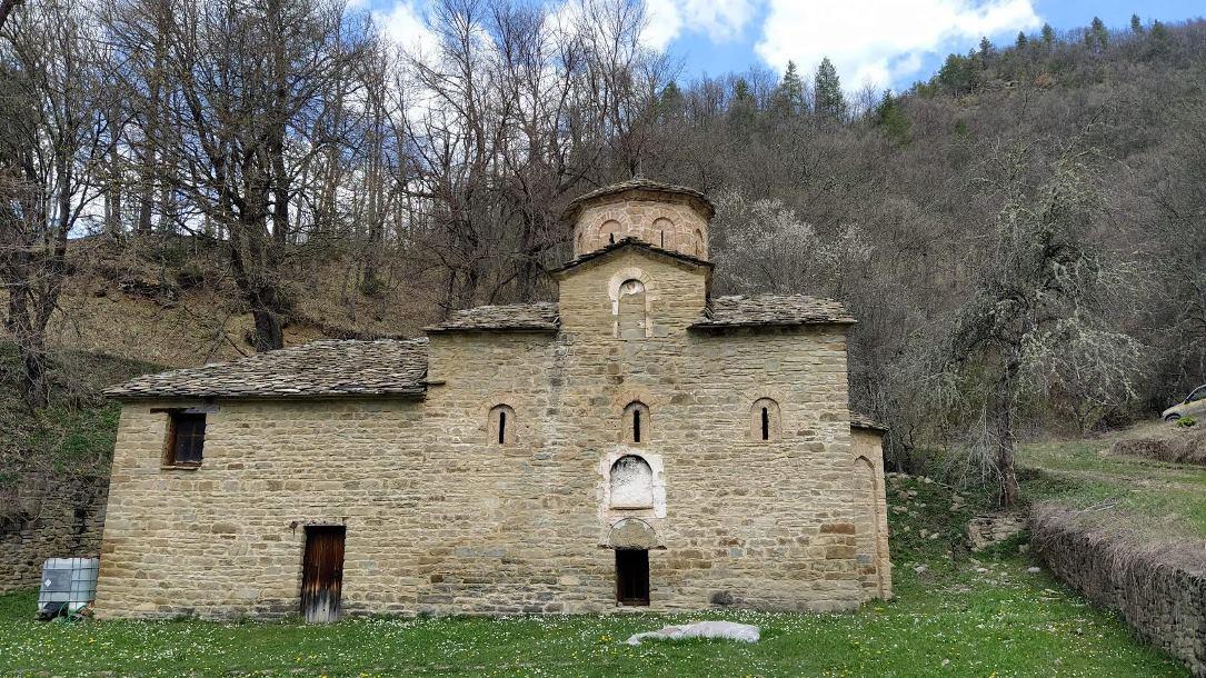 Ιερός Ναός Αγίου Ζαχαρία Γράμμου Καστοριάς
